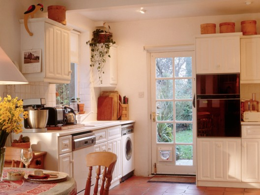 White Contemporary Style Kitchen