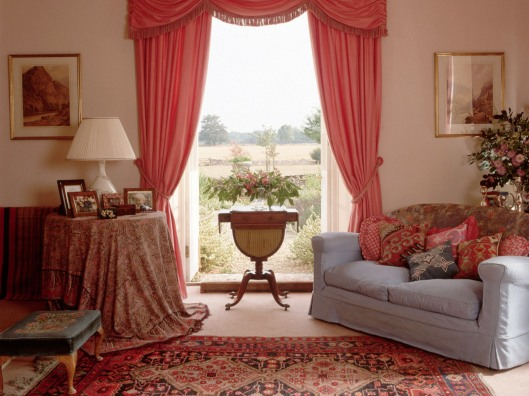 Traditional Country Style Living Room