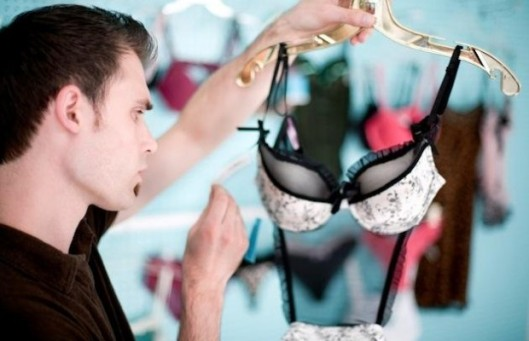Buying-Lingerie-for-his-Lady-620x400