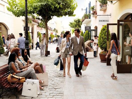 Trousseau-Shopping-in-Spain